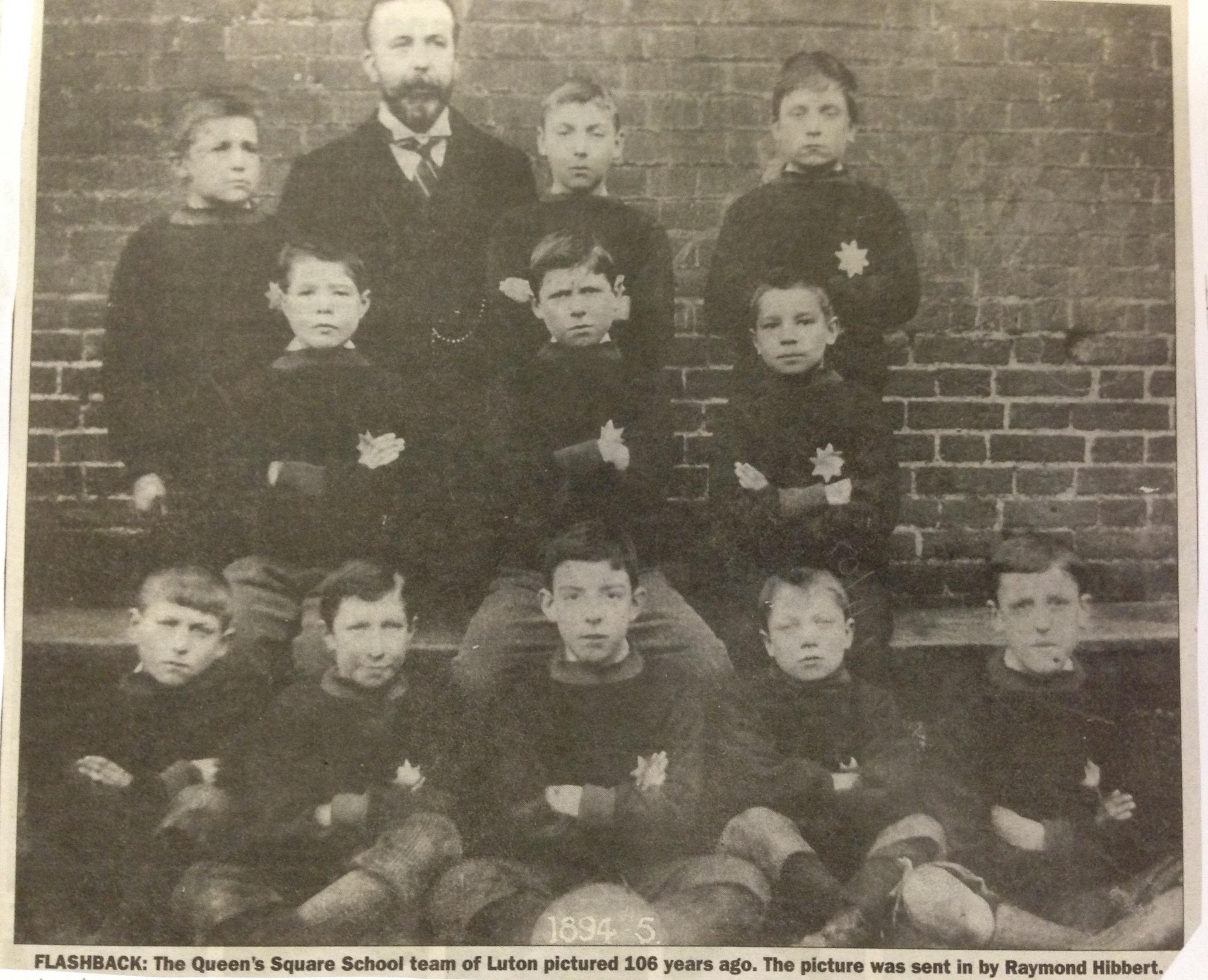 Queen's Square School, Luton, football team 194:95